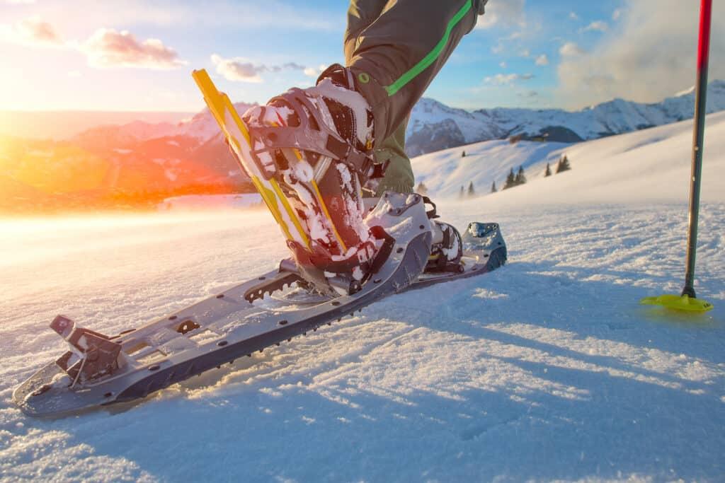 Mouvement foulée randonneur raquette neige